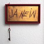 """""""Ja Nein"""", 2011, Acryl, Schlagmetall """"Gold"""", Holzkasten, rote Wolle, Schlüssel, ca. 20 x 34 cm"""