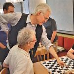 Bernhard erklärt das königliche Spiel ;-)