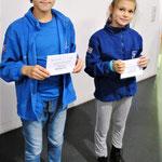Sonderpreis für die Schachfreunde mit der längsten Anreise - hier zwei Jugendliche aus Polen