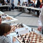 ...der Großmeister hat fast alle Partien gewonnen und nur wenige remis gespielt...