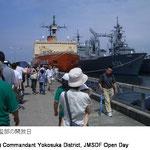 海上自衛隊横須賀地方総監部の開放日には市内外から多くの人が訪れます。艦船内部の見学会など様々なイベントが行われます。
