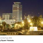 高明度の白を基調とした超高層ビルやデッキがつくられ、近未来的なイメージの街並みとなっています。