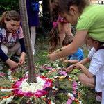 Sessione di mandala floreali con i bambini all'Ostello San Francesco