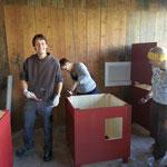 Chrigi, Silvia und Alex am Hütten streichen!