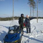 In den letzten zwei Wochen kam mein Vater uns besuchen. Hier haben wir mit Röbi auf den Ski-doos die Gegend angeschaut.
