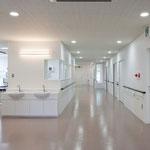 2階病棟(ナースステーション) どの部屋からも採光があるようにしております