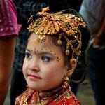 Bambina lunga la Ganga Path, Kathmandu - Nepal