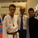 Martin en compagnie de Hamid Ben Lahoucine (DTD de la Manche) et Mickael Rodrigues, ancien compétiteur du club, désormais licencié à Rueil-Malmaison.