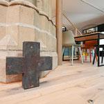 Das Kreuz wurde aus der früheren Oberhausener Tabgha-Kirche Christus König mit nach Duisburg gebracht. (Foto: Oliver Müller | Bistum Essen)
