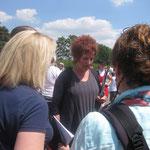 Frau Melisch und Frau Schaffranek brachten mit Ihren Chören Schwung auf unseren roten Teppich