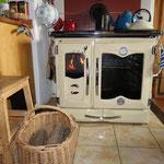Küchenherd mit Holz