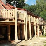 Terrassengang einer Pfadfinderbildungsstätte in der Sager Schweiz, Zimmerei 862 GmbH