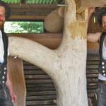 Schwengelpumpe auf der Insel Juist, in einen Baumstamm eingebettet, Zimmerei 862 GmbH