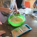 Teig für den Maiskuchen anrühren