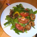 Grüner Salat mit Lauch im Ausbackteig. Ein Rezept von Creafood