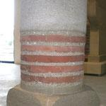 Colonne en pierre et brique
