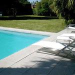 margelle de piscine en pierre massive