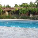margelle de piscine en pierre et pavés