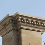 Chapiteau de pilier avec modillons