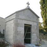 chapelle funéraire en pierre naturelle