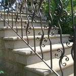 Escalier en pierre massive
