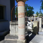 Colonne en pierre et brique terre cuite