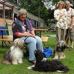 Ulrike mit Milka und Enya, Angelika und Reiner mit Percy