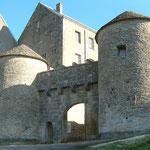 Flavigny-sur-Ozerain : porte fortifiée