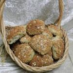 Panne Gusti.Weizenbrötchen, verfeinert  mit gerösteten Sonnenblumenkernen, Kürbiskernen, Mandeln, Leinsamen und Röstzwiebeln.