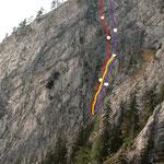 Routenübersicht: rot 'Spätherbsttag'; violett 'Rechts daneben'; gelb Originaleinstieg von 'Rechts daneben'.