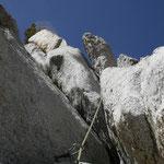 Durch Risse, Verschneidungen; Paltten geht's in ca. 4 Stunden zum Gipfel