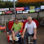 zwei Autofans auf unseren Stühlen