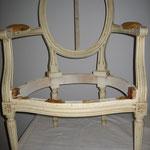 fauteuil Louis XVI médaillon avant