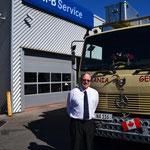 """Bernd Niemeier, """"Chef der Ersatzteile"""", in der Mercedes-Werkstatt in Toronto"""