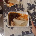 Mole mit Hähnchen, Reis und Tortillas