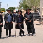 Da stehen sie: Wyatt Earp, Doc Holliday, Virgil Earp und Morgan Earp (v. r. n. l.)