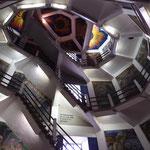 """Im Innern des """"Helden"""" führt eine Treppe bis in den Arm mit gigantischem Ausblick:"""
