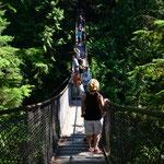Auf der Hängebrücke im Lynn Canyon