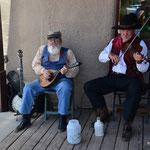 Musikalische Unterhaltung vor dem O.K. Corral