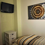 kleines Zimmer, mit eigenem TV