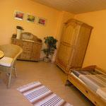 Zimmer hinten, je nach Bedarf als Schlafzimmer oder Wohnzimmer nutzbar