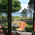 Blick über den Balkon auf die Ostsee