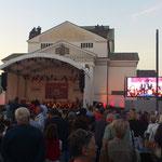 das OpenAir-Konzert ist mit 7000 Leuten sehr gut besucht
