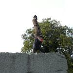 Ein Handstand als Siegespose