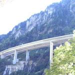 Unter der Autobahn durch