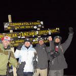 vier Glückliche am Gipfel !!!