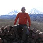 Martin zwischen den Zwilillingsvulkanen Pomerape und Parinacotta