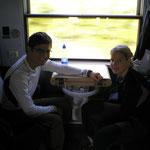 zwei meiner Reisebegleiter im Zugabteil