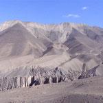 hinter den Bergen liegt das Königreich Mustang