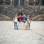 vier Pilger am Ziel